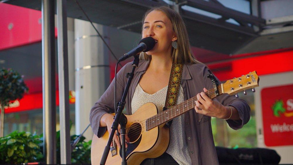 Zoe-Gelzinnis-Performing-City-Sounds