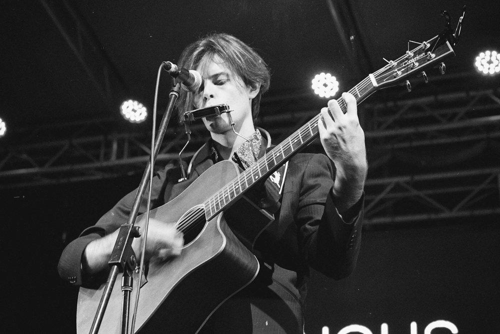 Angus Oastler - Live Photo1