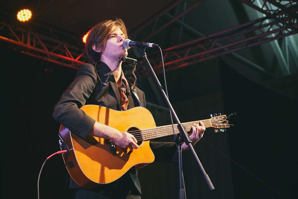 Angus Oastler - Live Photo2
