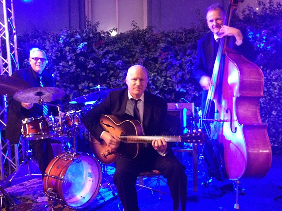 Guitar Trio in Hollywood. Pure jazz.