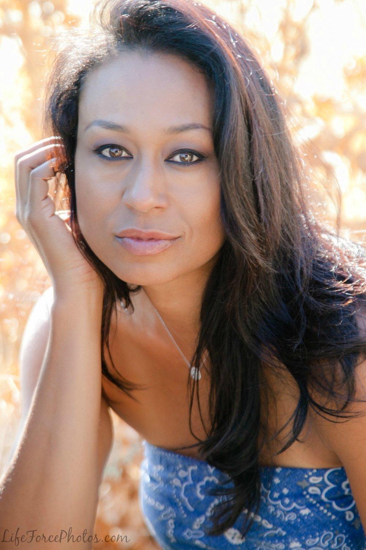 Carmel Helen - Singer