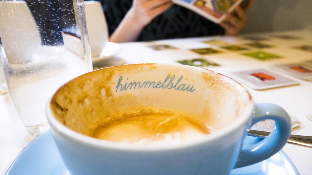 Kaffeetasse im Himmelblau