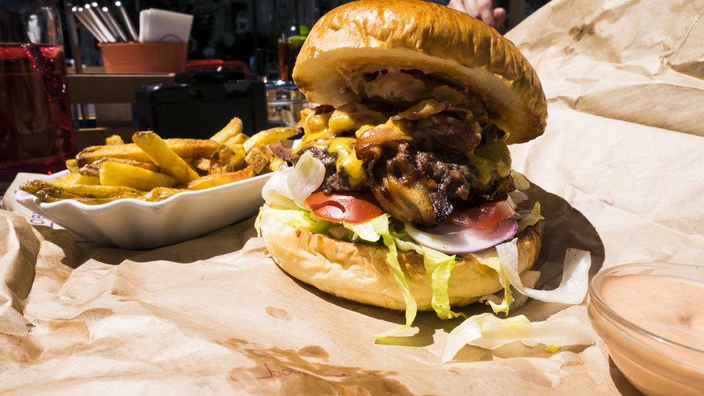 Small Burger in der Burgers Bar