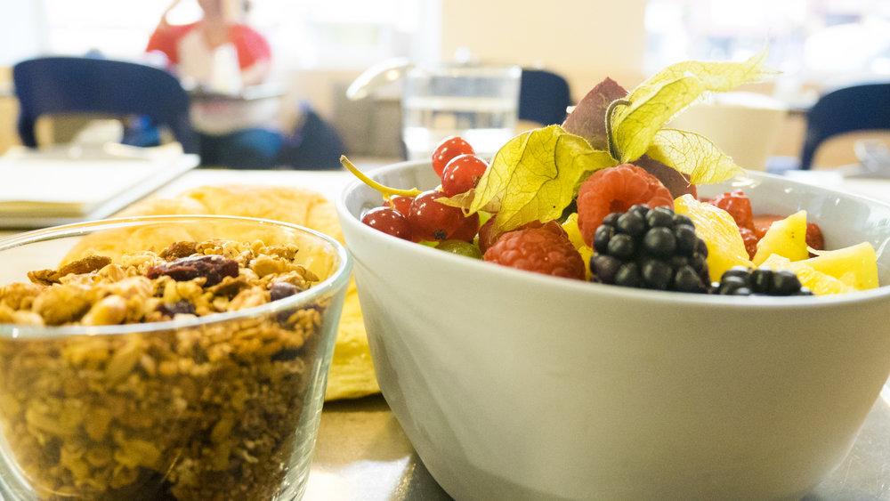 Frühstück in Gregors Konditorei