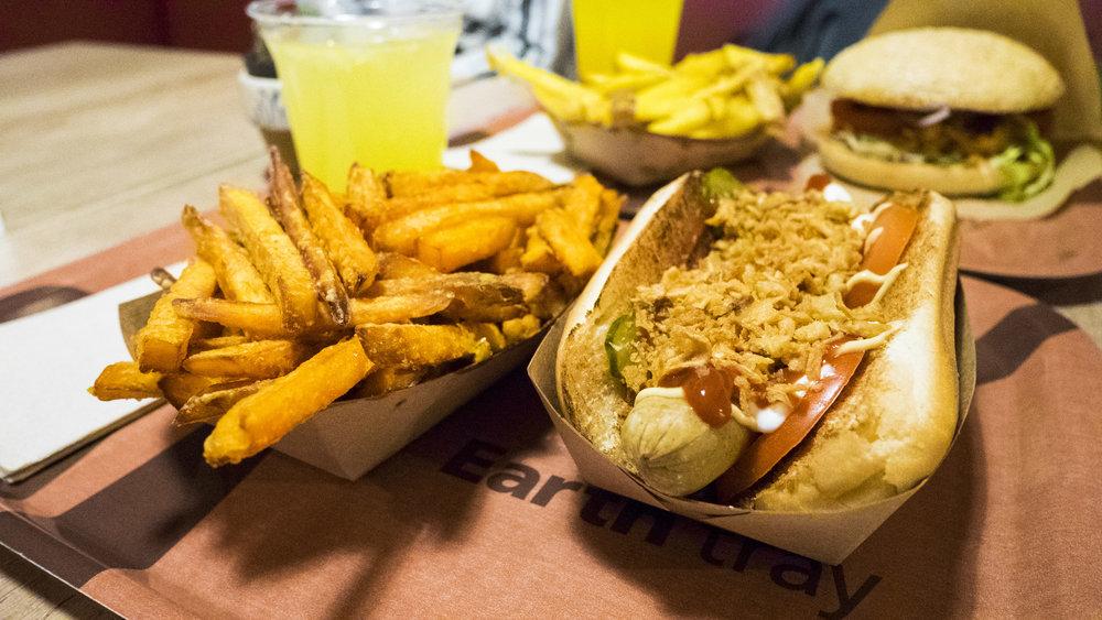 veganes Grünkern Hot Dog im Voodies