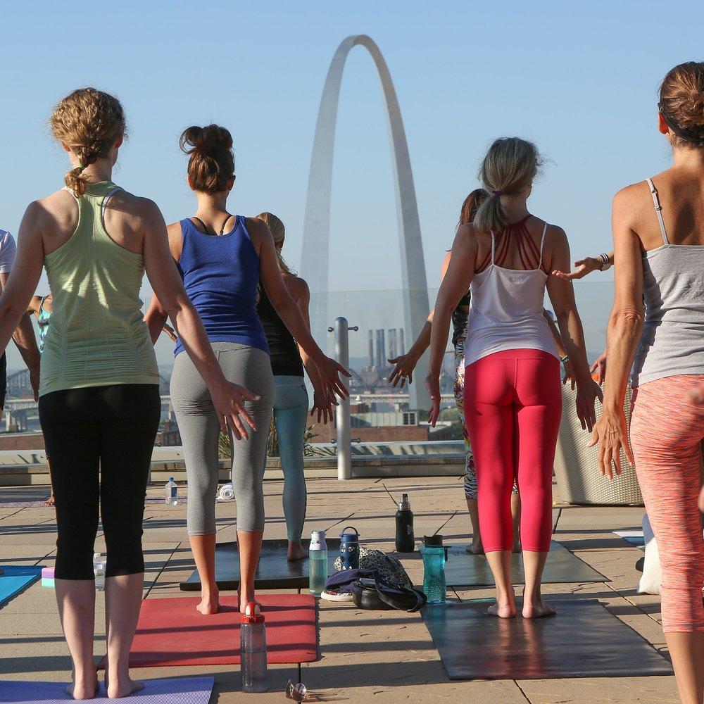 yoga (10 of 28).jpg