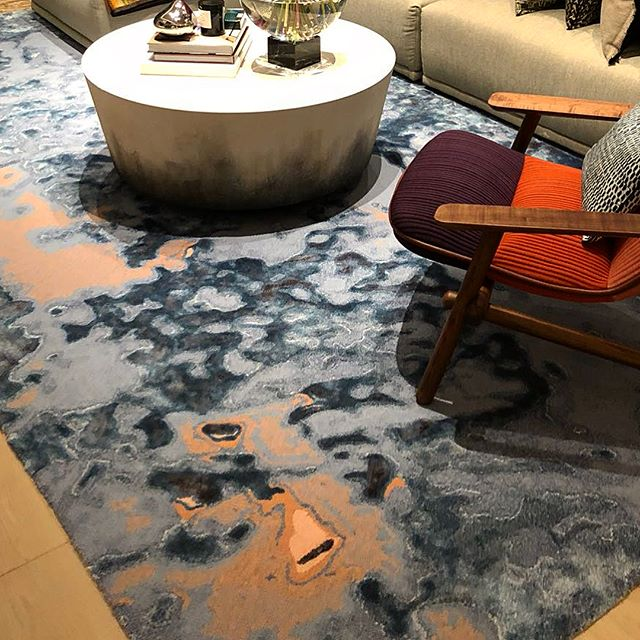 Our custom coloured Hesperus rug sitting pretty in one of those luxe HK pads that we always want to get invited to for dinner, brunch, tea,:) #hint - ID by the amazing @stanley_skc  #okhrugs #rugs #khandowithout #design#interiordesign