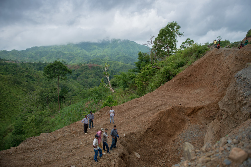 2_Chhandak Pradhan-Reportage-The_Promise_of_Asphalt-Border_road_NE India_Burma_Le Monde.jpg