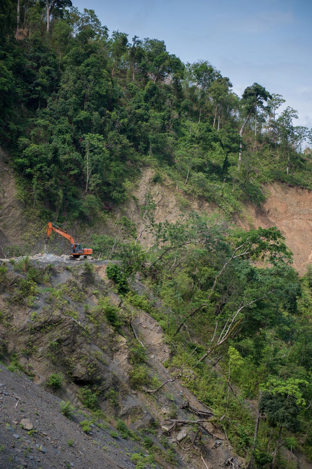 4_Chhandak Pradhan-Reportage-The_Promise_of_Asphalt-Border_road_NE India_Burma_Le Monde.jpg