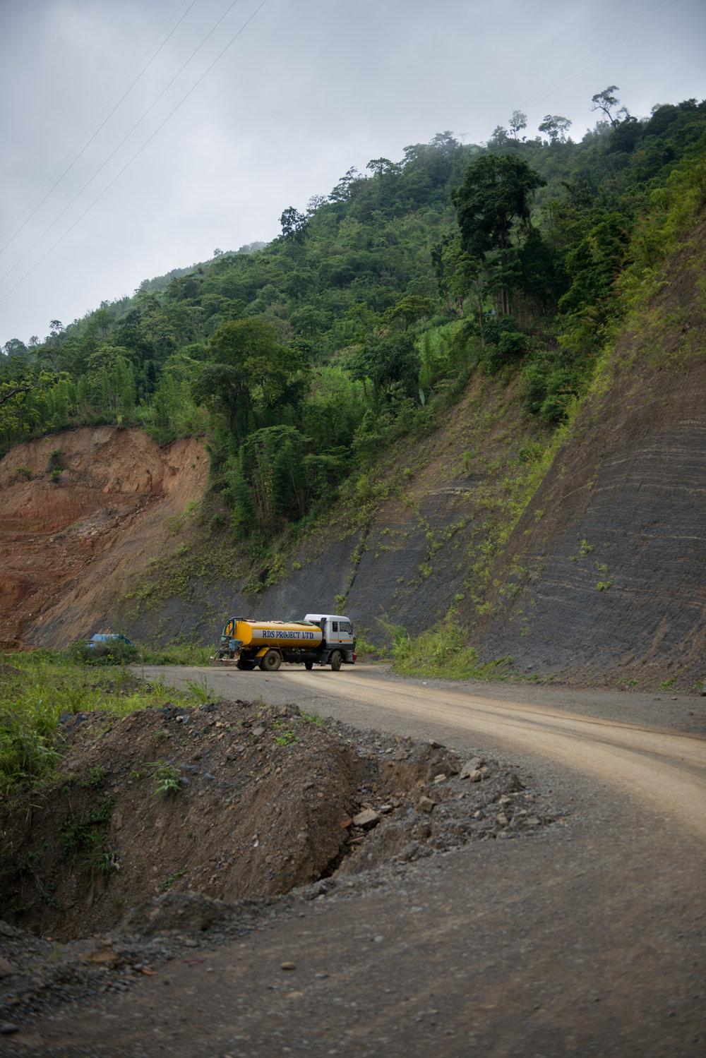 7_Chhandak Pradhan-Reportage-The_Promise_of_Asphalt-Border_road_NE India_Burma_Le Monde.jpg