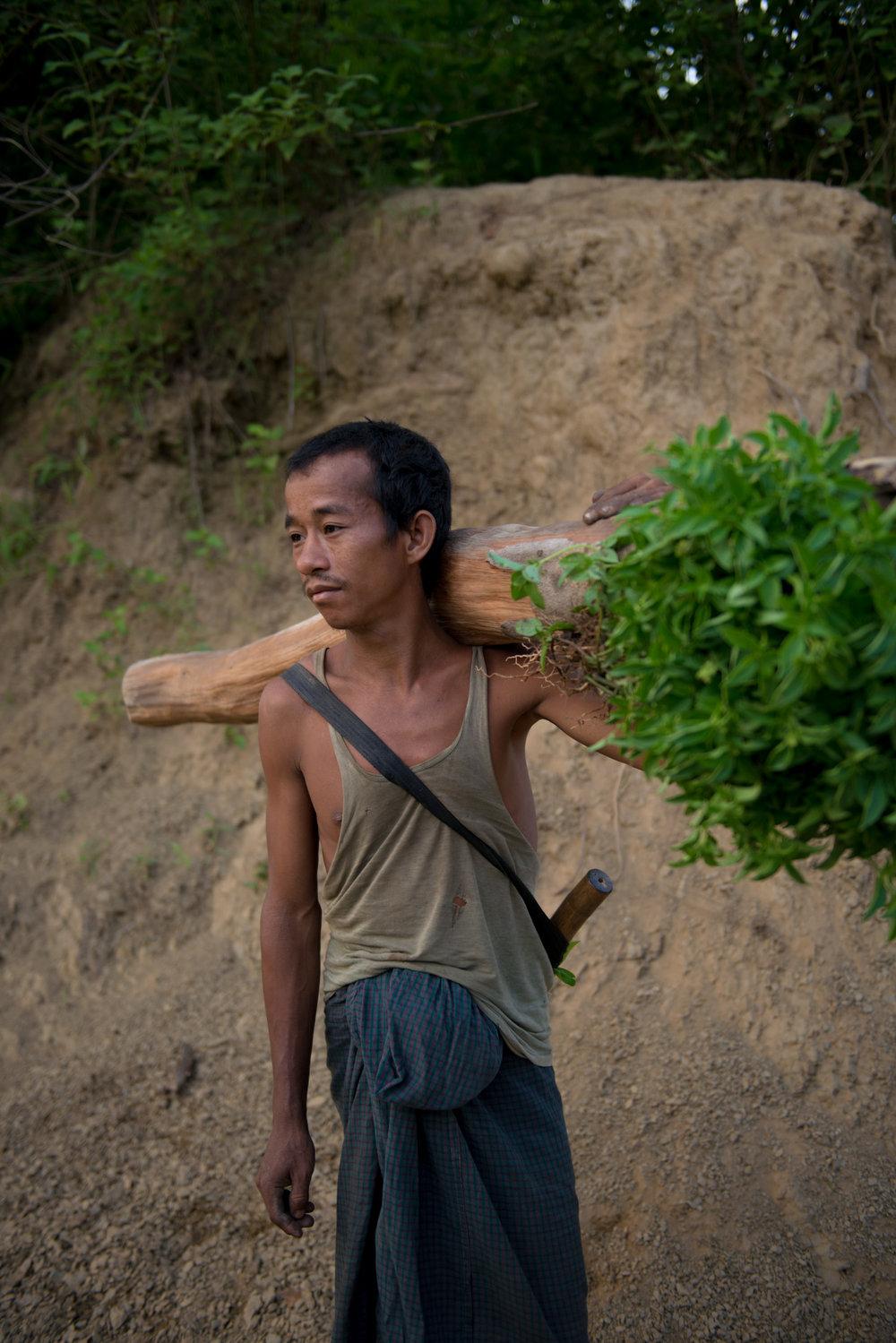 13_Chhandak Pradhan-Reportage-The_Promise_of_Asphalt-Border_road_NE India_Burma_Le Monde.jpg