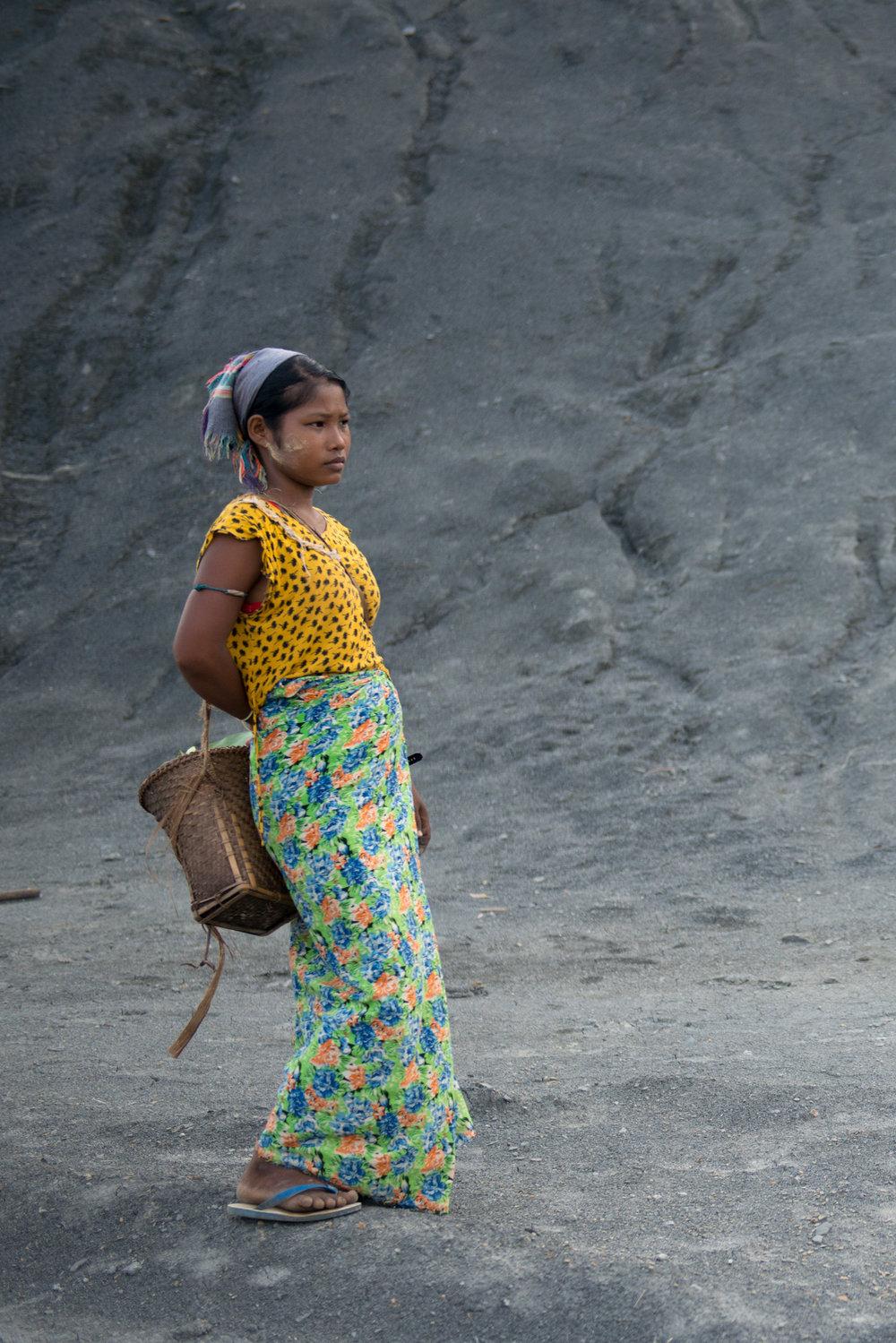 15_Chhandak Pradhan-Reportage-The_Promise_of_Asphalt-Border_road_NE India_Burma_Le Monde.jpg