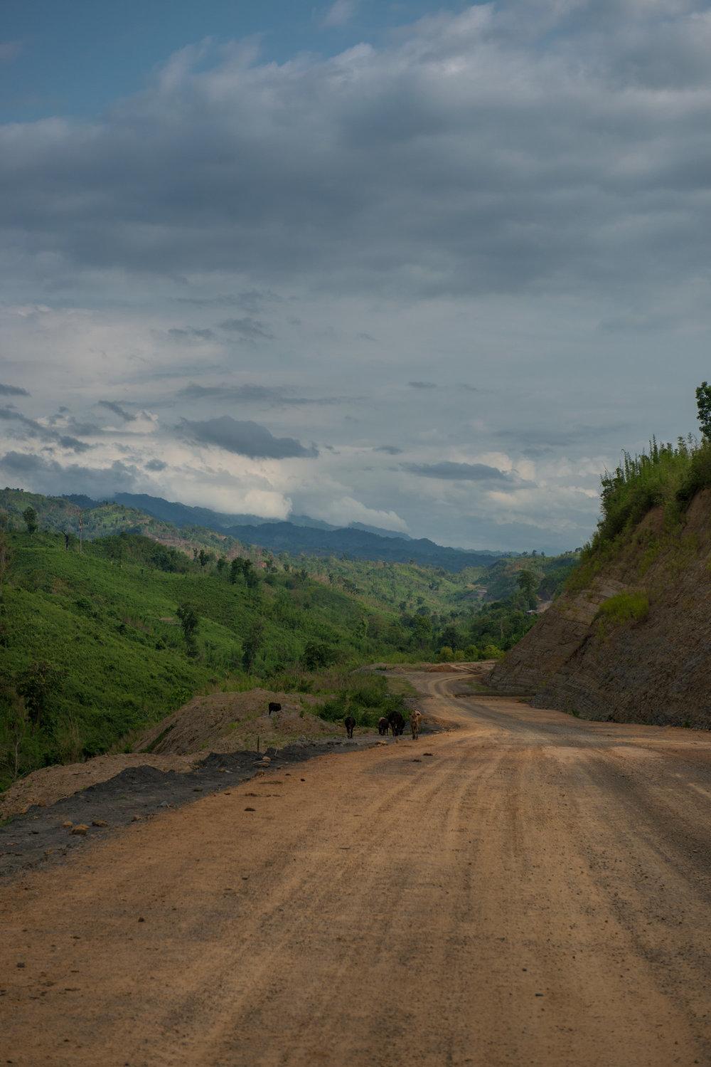 16_Chhandak Pradhan-Reportage-The_Promise_of_Asphalt-Border_road_NE India_Burma_Le Monde.jpg