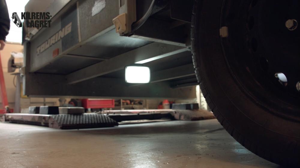 Hjulaxel vid höger bakhjul