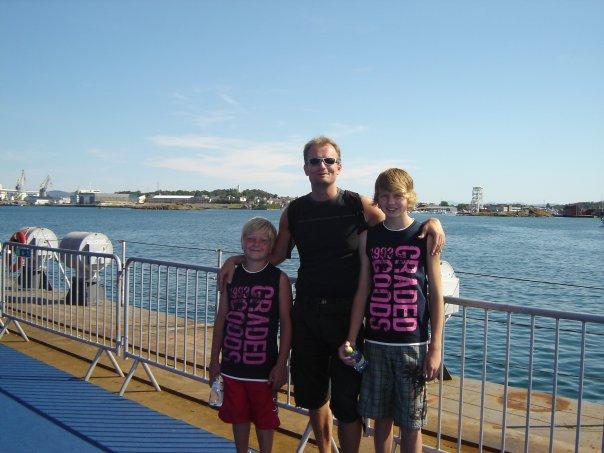 Espen med sønnene Aleksander til venstre og Christian til høyre                                                        Foto: Espen Sørum