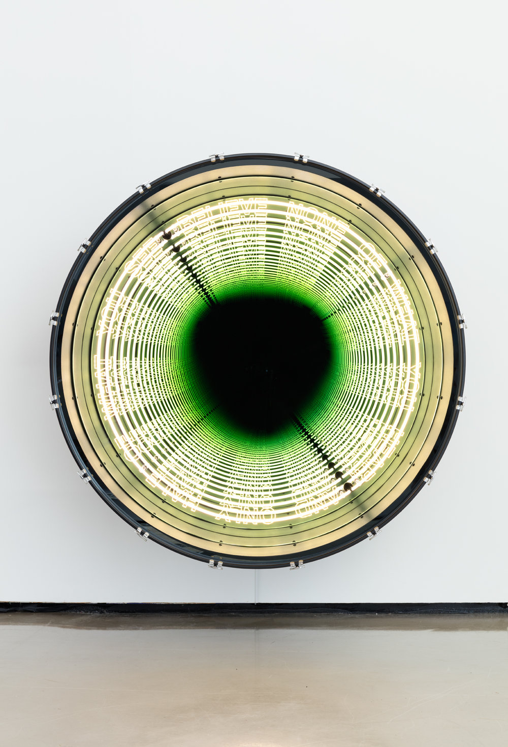 Iván Navarro, Benjamin Franklin, 2016 Paul Kasmin Gallery  neon, LED lights, aluminum, drum, mirror, one-way mirror, and electric energy 152.4 × 152.4 × 71.8 Size (cm)