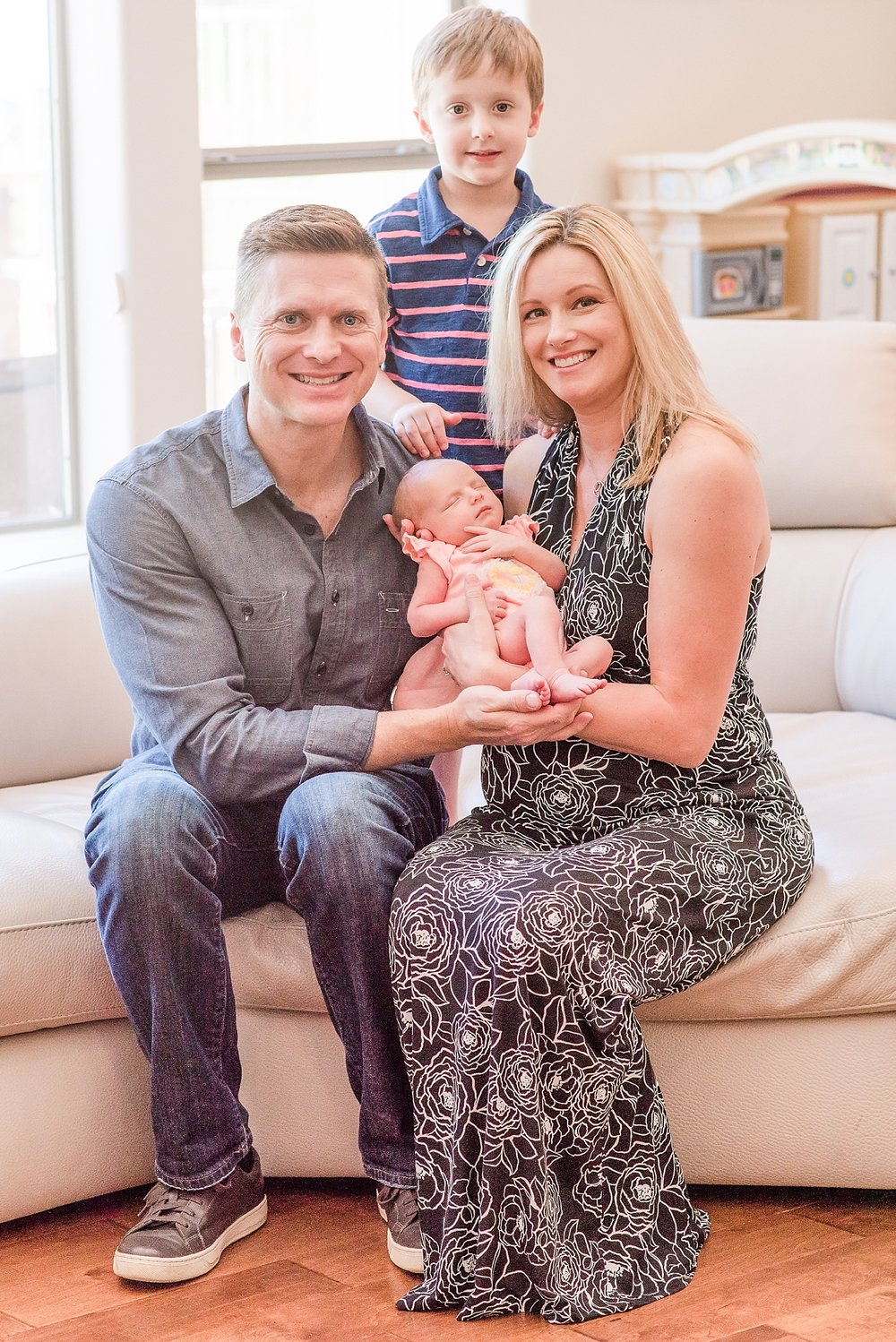 Mihlik family lifestyle, family, and newborn photo session at their home in Scottsdale, Arizona. Photography by Jade Min Photography.