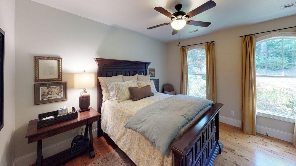 yCJAPR8ykVv - Bedroom(2).jpg