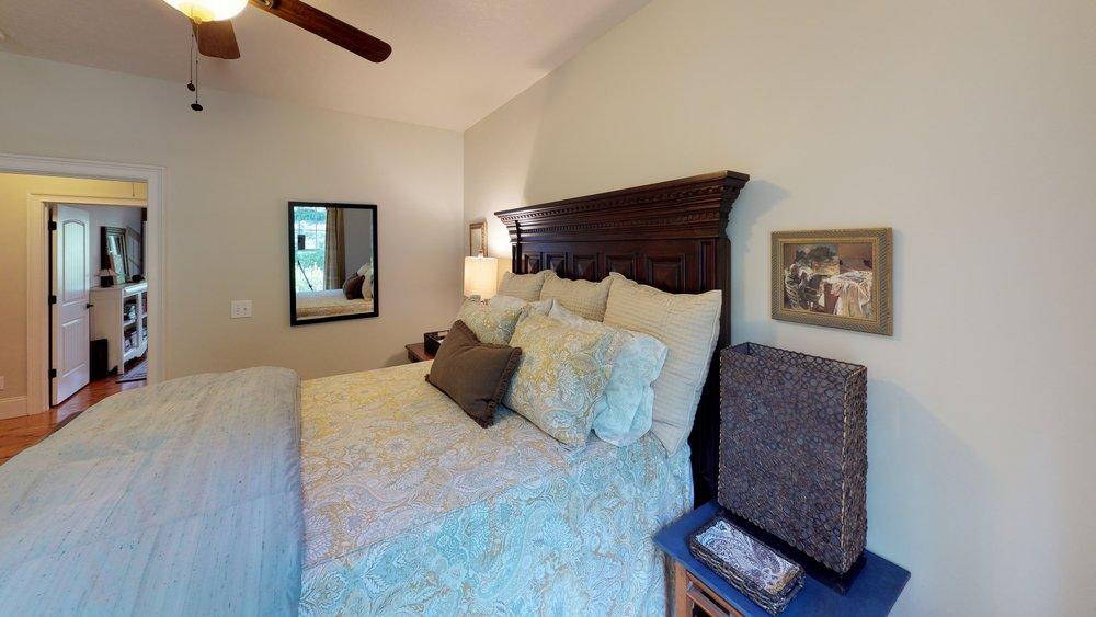 yCJAPR8ykVv - Bedroom(3).jpg