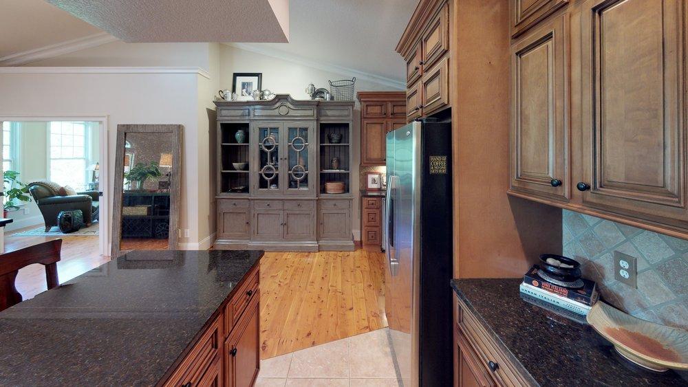 yCJAPR8ykVv - Kitchen(1).jpg