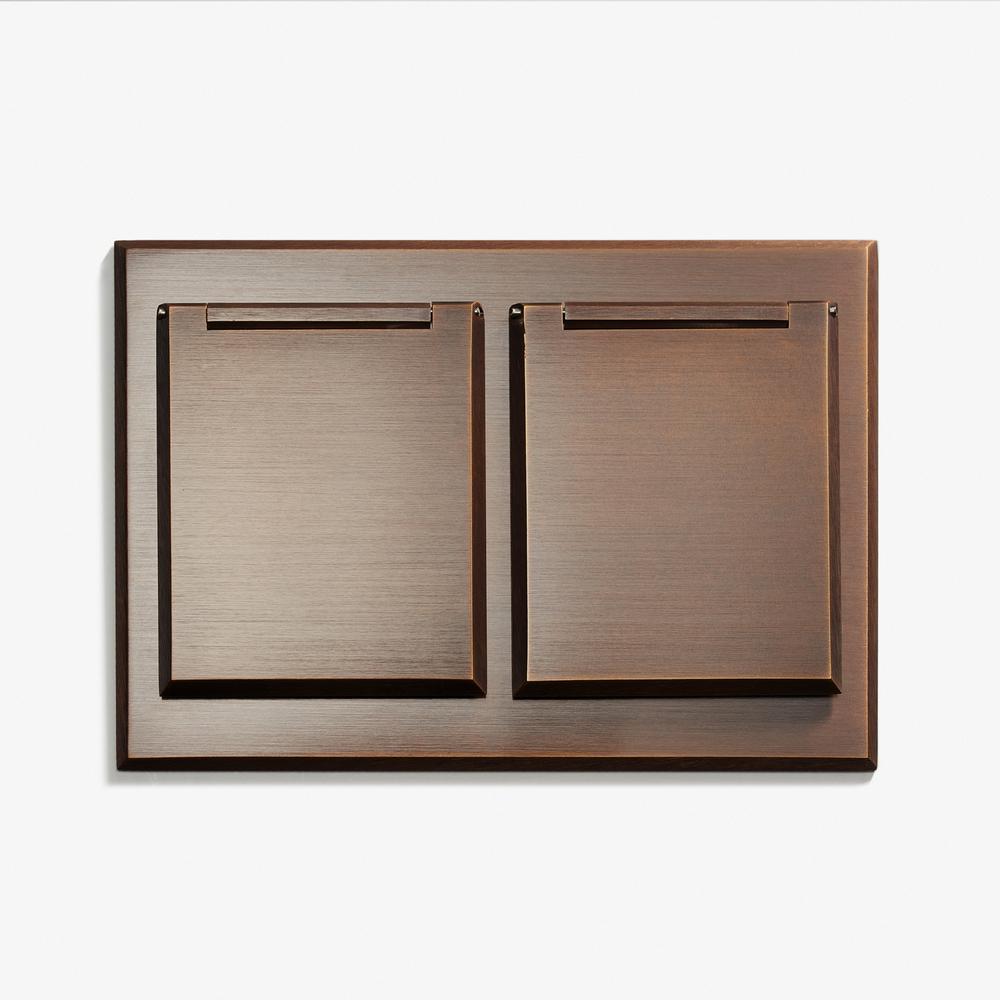 "Duplex Outlet - Covers<a href=""/117-x-82-duplex-outlet-covers-bronze-medaille-fonce""></a><strong>Bronze Médaille Foncé</strong>"