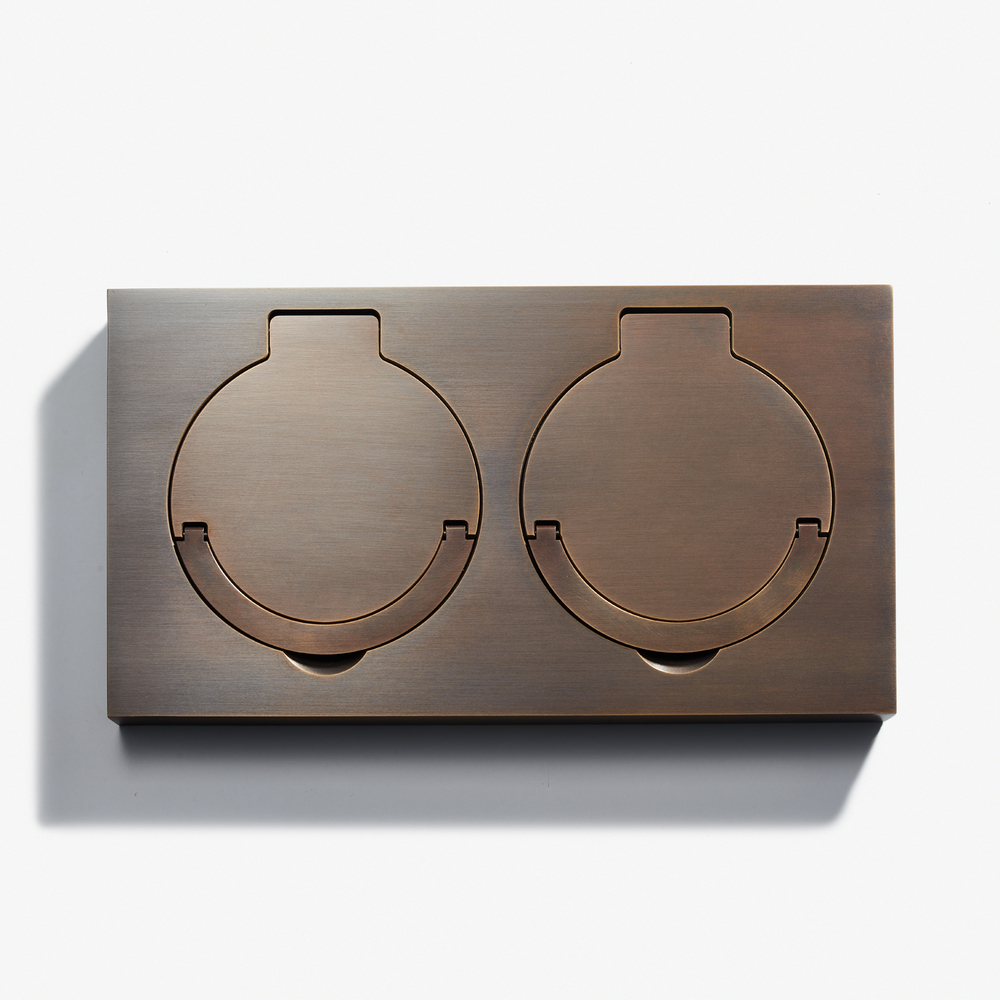 "Double Floor Outlet - Water Resistant<a href=""/180-x-100-double-floor-outlet-water-resistant-bronze-medaille-fonce""></a><strong>Bronze Medaille Foncé</strong>"