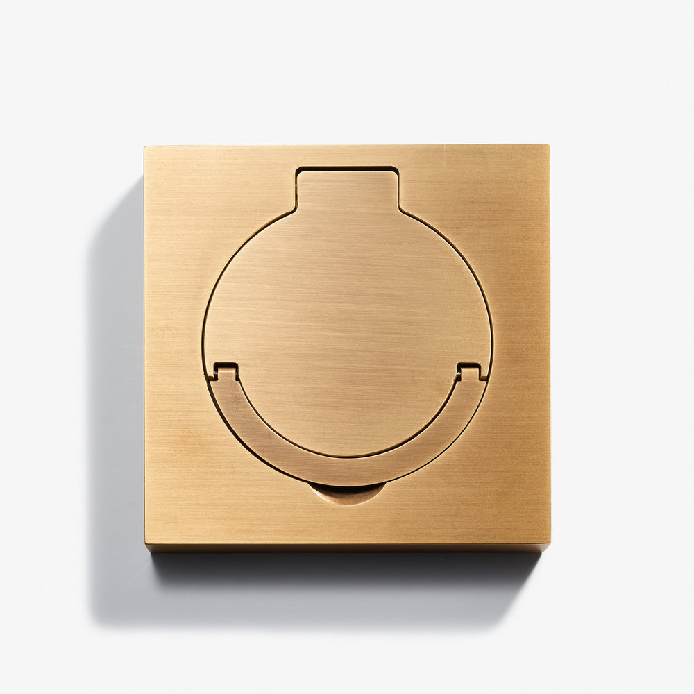 "Square Floor Outlet - Water Resistant<a href=""/100-x-100-square-floor-outlet-water-resistant-bronze-medaille-clair""></a><strong>Bronze Médaille Clair</strong>"