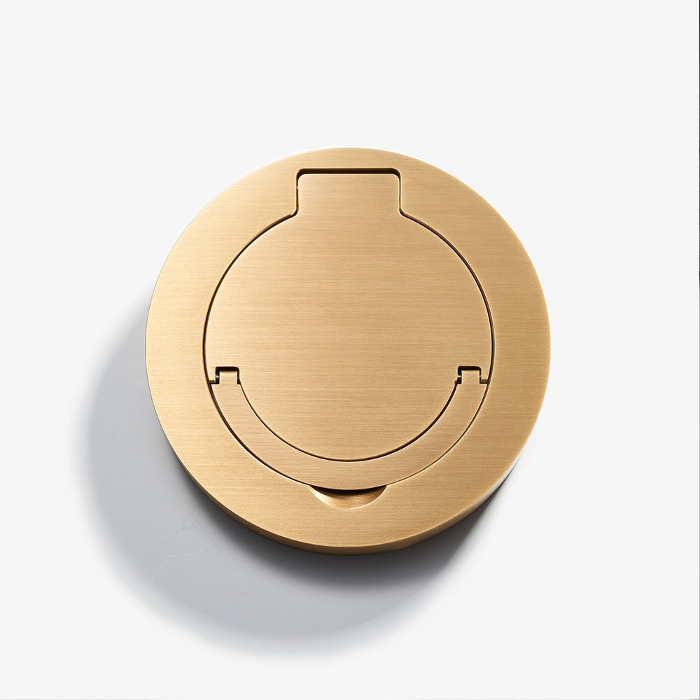"Round Floor Outlet - Water Resistant<a href=""/100d-round-floor-outlet-water-resistant-bronze-medaille-clair""></a><strong>Bronze Médaille Clair</strong>"