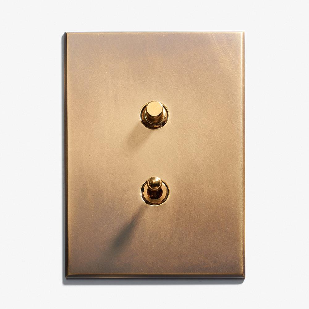 """1 BP + 1 INV - Hidden Screws<a href=""""/117-x-82-2-inv-hidden-screws-dore-patine""""></a><strong>Antique Brass</strong>"""