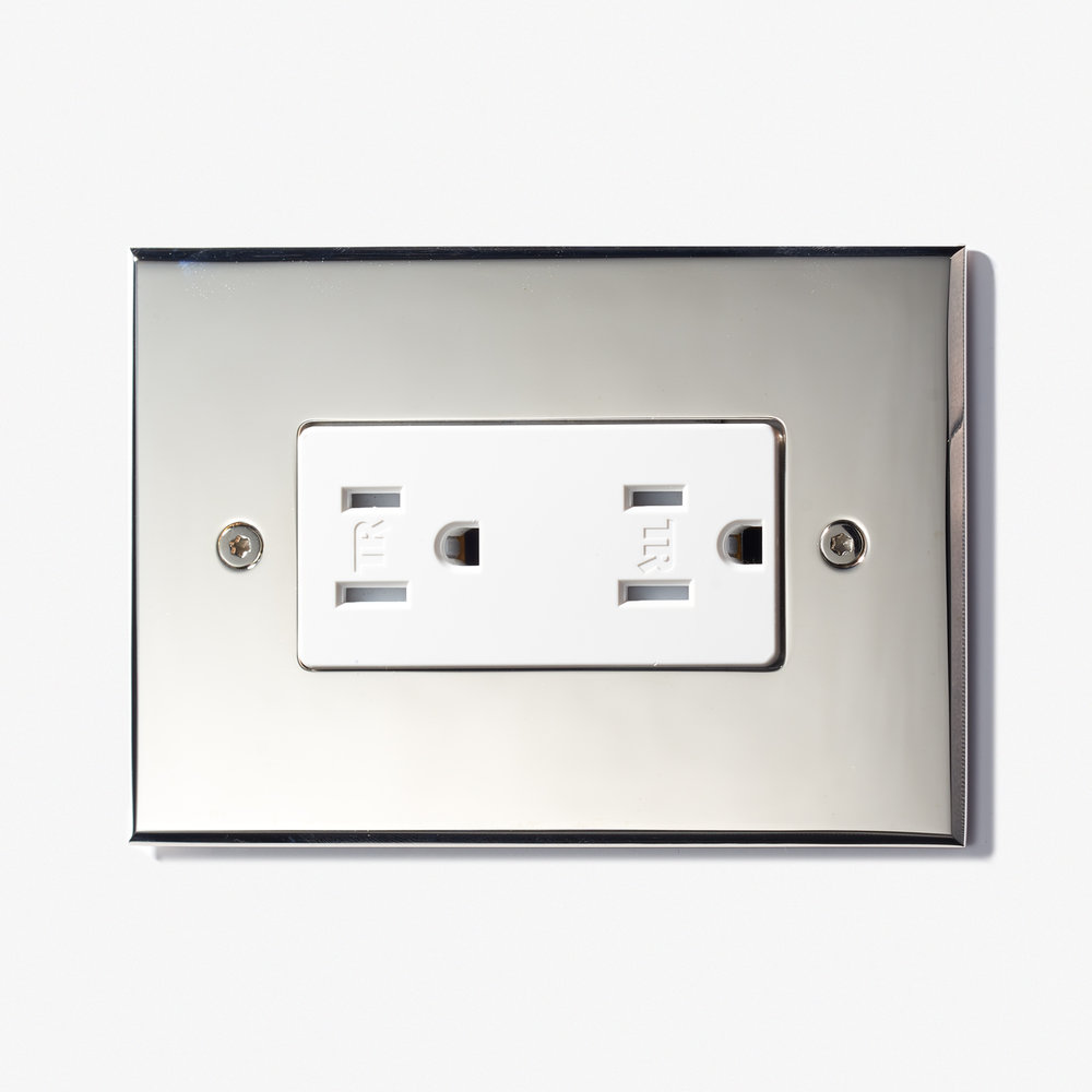 "Decora Cover - Visible Screws<a href=""/144-x-82-usb-2-outlets-visible-screws-bronze-medaille-clair""></a><strong>Nickel-Brillant</strong>"