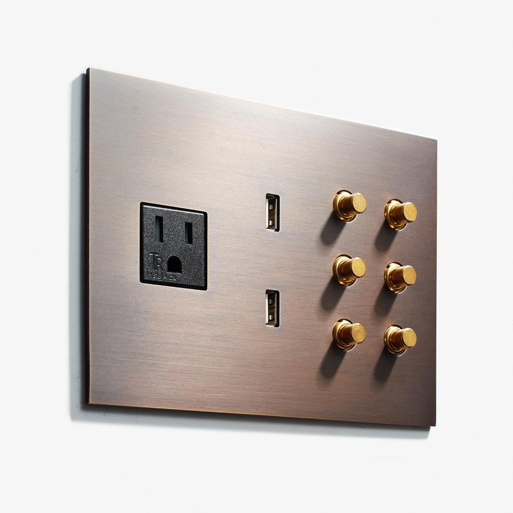 162 x 117 - 1 Outlet + 2 USB +6 BP - Hidden Screws - Straight Edge - Bronze Medaille Fonce Mat 2  .jpg