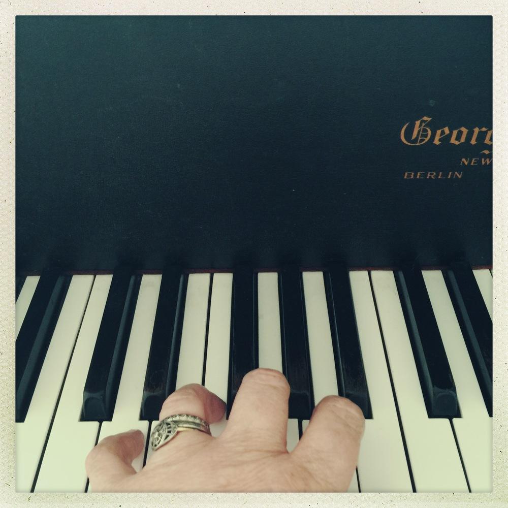 leslie piano hand.jpg