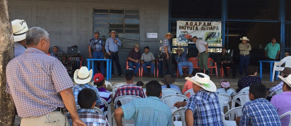 Getting ready for the official start of the program with the Cattlemen's Association of Moyuta in San Pedro Alvarado