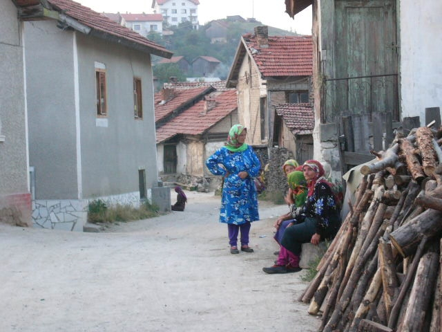 21-Grashevo women and street.JPG