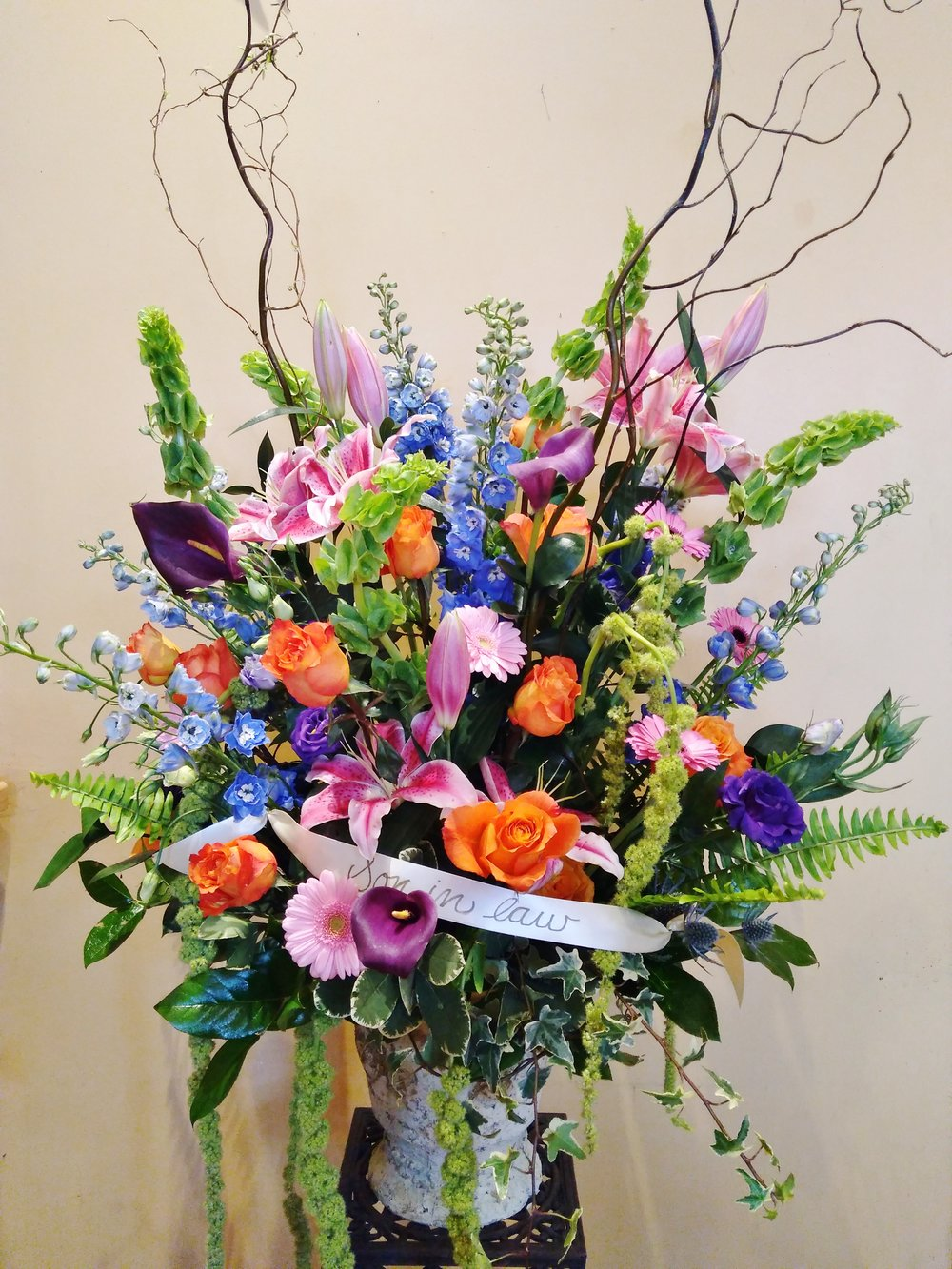 F13 $300 Large mixed urn arrangement