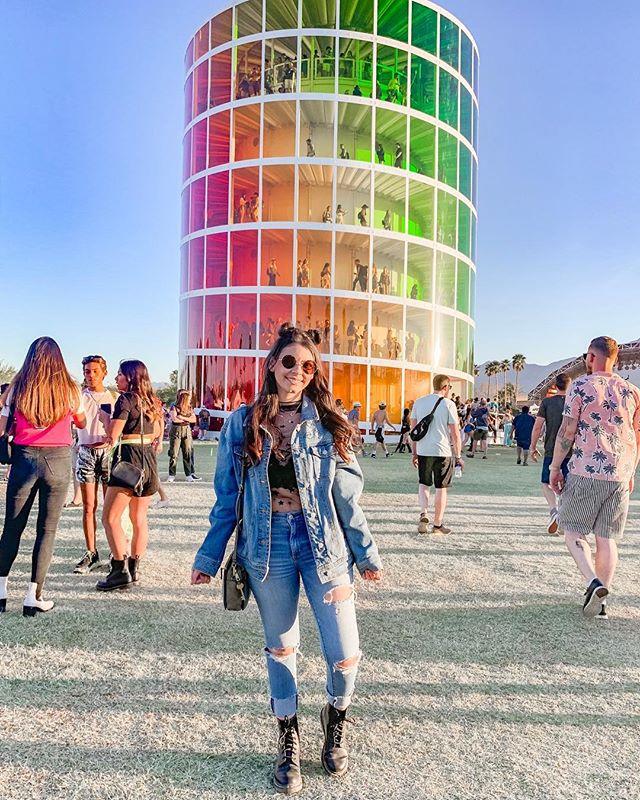 Reminiscing about Coachella ✌🏻 • • • • • • • • • • • • • • #bloggers #blogging #bloggingtips #problogging #blogpromotion #bloggerlife #bloggersgetsocial #bloggerproblems #ontheblog #linkinprofile #lifestyleblog #lifestyleblogger #thegirlgang #lbloggers #theblogissue #wordpress #instablog #instablogger #coachella #palmsprings