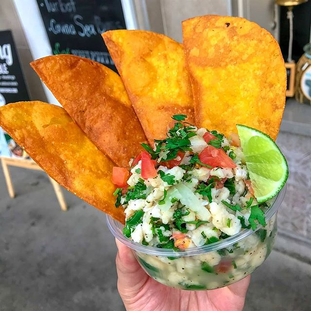 We LOVE the #NEWNEW and @portsidefishco has it! Try their NEW white fish #ceviche with extra #crispy #tortillas for dippin'. Spring is here and we are STOKED! 😋 #PortsideFishCo #TRADEIrvine #Foodhall