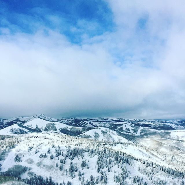 What's cooking good looking 👀 @deervalleyresort #deervalleymoment #skithedifference #skiutah #parkcity #beautahful #utahisrad #optoutside #lifeelevated