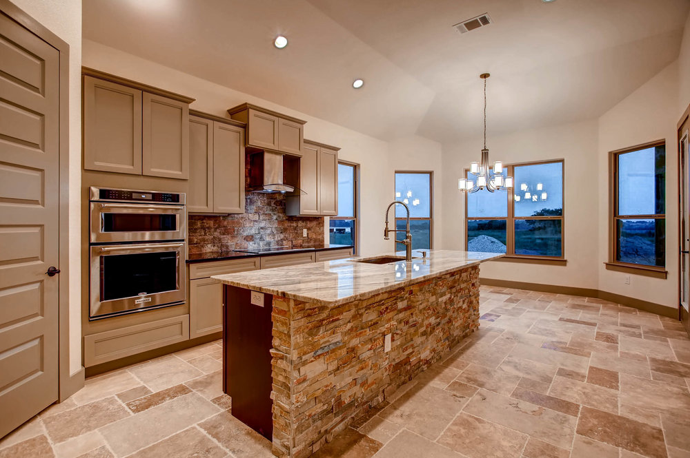 307 Highlander Court-print-010-20-Kitchen-2700x1796-300dpi.jpg