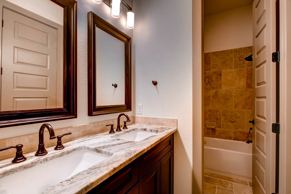 307 Highlander Court-print-024-11-Bathroom-2700x1800-300dpi.jpg