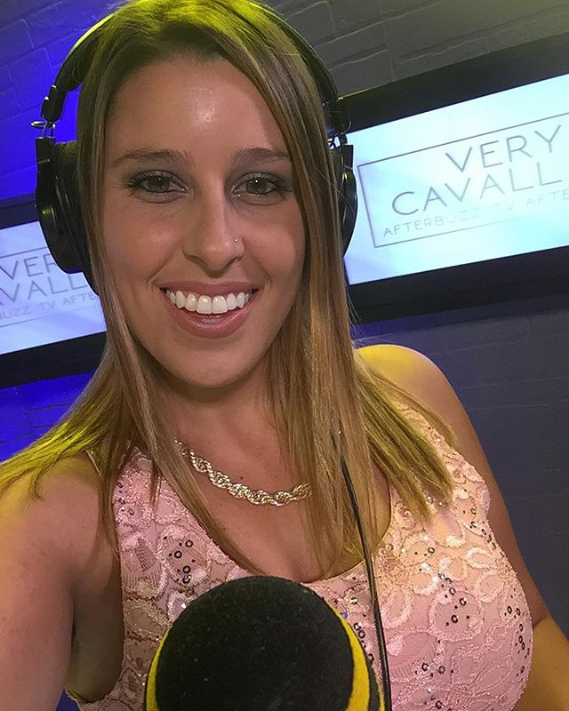 "You won't catch me at the gym anytime soon but you can catch me on the @afterbuzztv mic LIVE at 9:10pm Pacific Time reviewing tonight's new episode of ""Very Cavallari"" on E! The link is in my BIO⬆️⬆️⬆️ Spoiler Alert we have a special guest featured on tonight's show from @verycavallari ! Could it be @kristincavallari or Jay Cutler ? Tune in to see! 🎤"