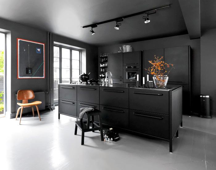 black-kitchen-vipp.jpg