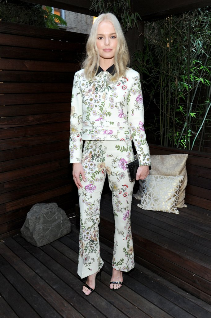 Kate-let-floral-Giambattista-Valli-suit-speak-itself-choosing.jpg