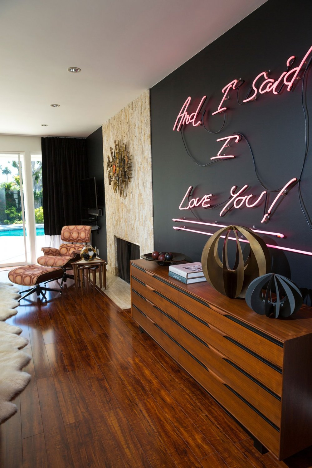 Entertaining-neon-sign-in-a-living-room-.jpg