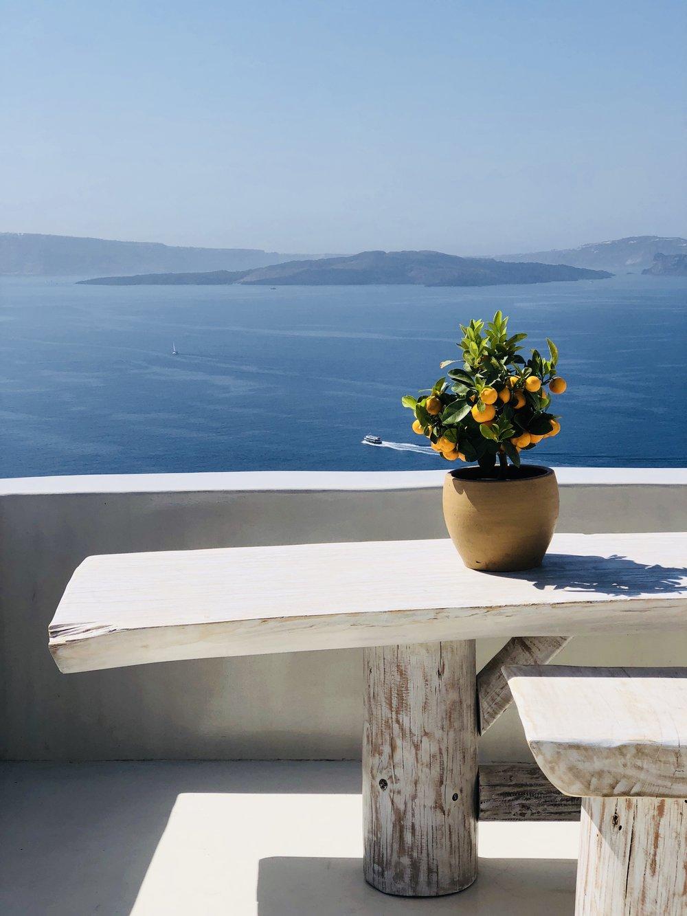 Oia Santorini Luxury Hotel // Eclectic Prodigy