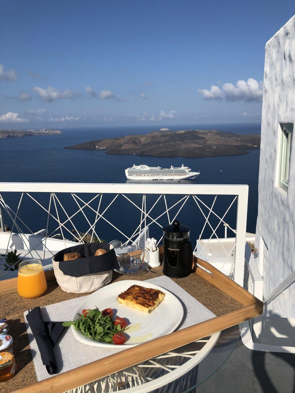 Limestone Santorini // Eclectic Prodigy