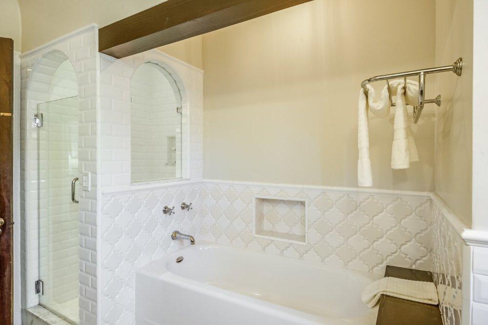 701 msater bath.jpg