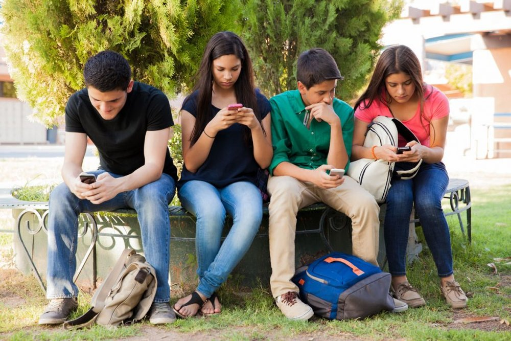 limit-phone-use-for-teens-1024x683.jpg