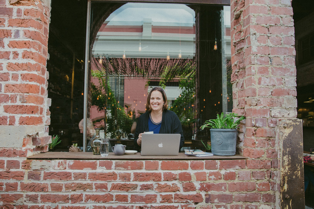 Amanda Kendle at laptop blogging.jpg