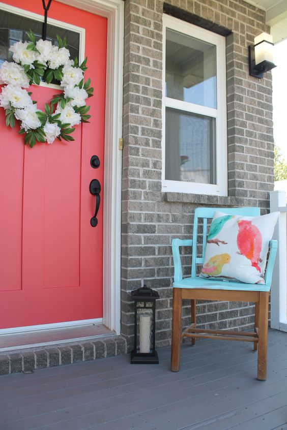 Image Credit:  MintyGreenDream.com   Another more pinky coral...me likey. And with the flower wreath and turquoise chair, this looks so sweet. Like candy.